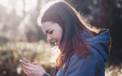 Avoid 'text neck' injury with better smartphone posture